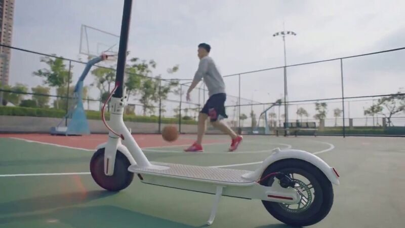 xiaomi_mijia_electric_scooter-basketball.jpg